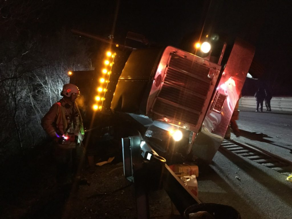 Tractor trailer accident closes I83 in Springfield Township